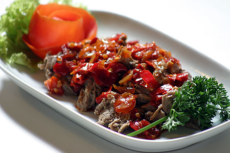 http://whatsupindonesia.files.wordpress.com/2011/09/rendang.jpg
